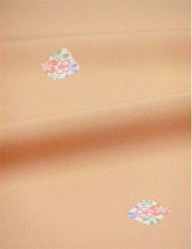 洗える着物 縮緬小紋 幅広 薄肌色に色紙 「テイジンシルパール」