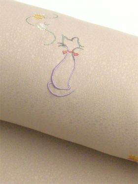 洗える着物 刺繍小紋 猫柄 白茶色 光触媒消臭