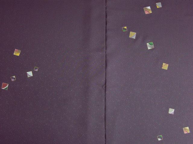 洗える着物 付下げ 刺繍 葡萄色地に色紙 前身頃とおくみ