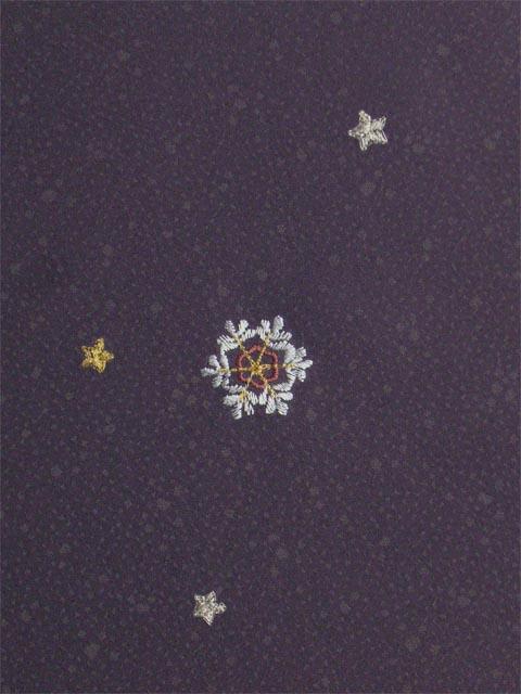 洗える着物 付下げ 刺繍 葡萄色地に雪の結晶 右袖