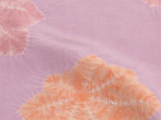 京都きもの工房 正絹女物額裏  紫と赤藤色ぼかしに絞り楓 生地拡大