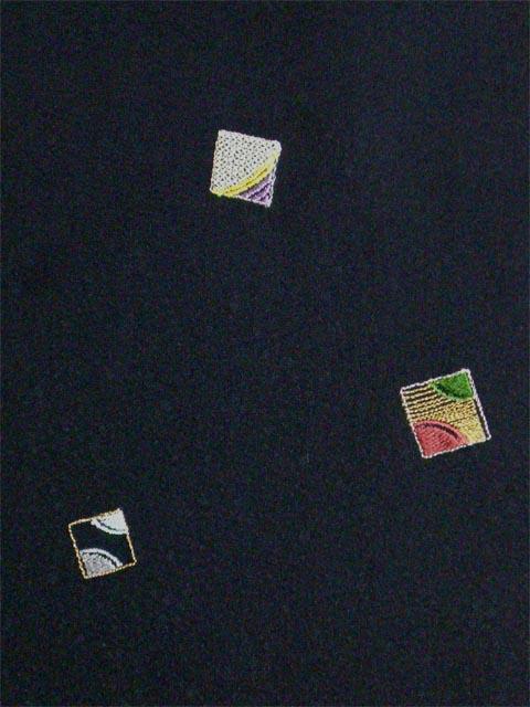 洗える着物 付下げ 刺繍 黒地に色紙 左袖