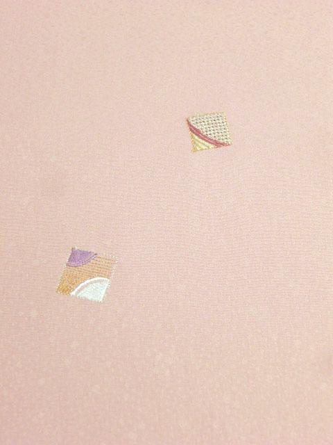 洗える着物 付下げ 刺繍 サンゴ色地に色紙 左胸