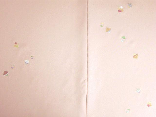 洗える着物 付下げ 刺繍 サンゴ色地に色紙 前身頃とおくみ