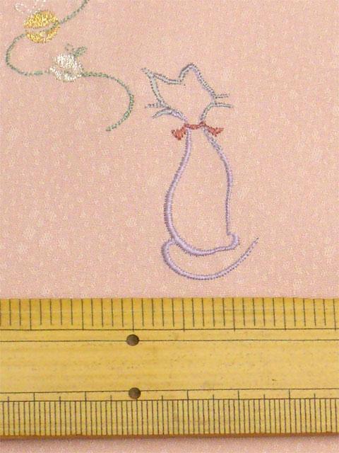 洗える着物 刺繍 さんご色地に猫