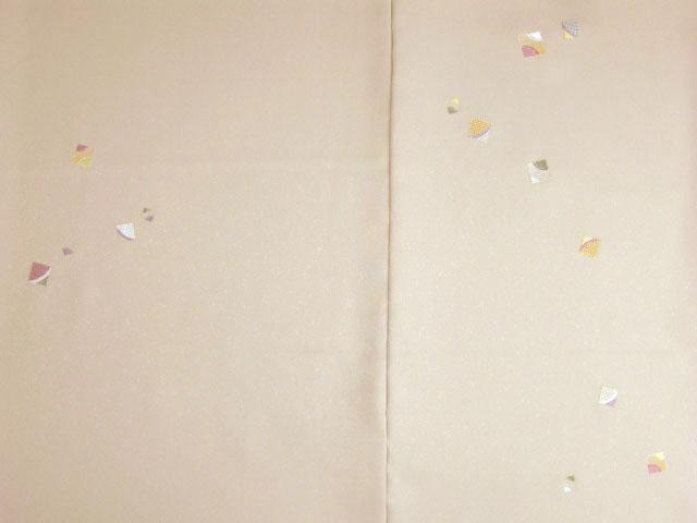 洗える着物 付下げ 刺繍 白茶色地に色紙 前身頃とおくみ