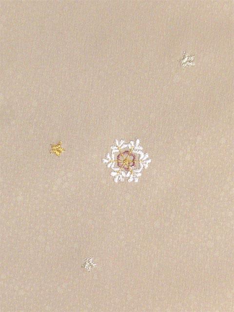 洗える着物 付下げ 刺繍 白茶色地に雪の結晶 左胸