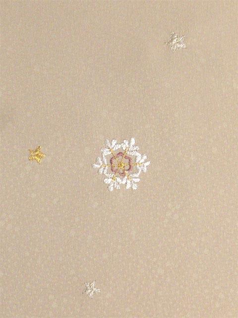 洗える着物 付下げ 刺繍 白茶色地に雪の結晶 左袖