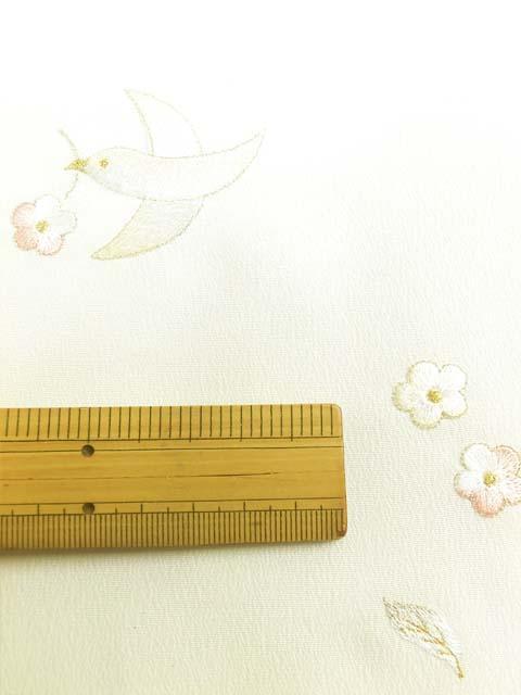 白地に鳥と花柄刺繍見本 拡大写真1