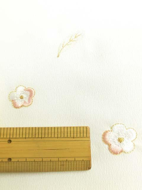白地に鳥と花柄刺繍見本 拡大写真2
