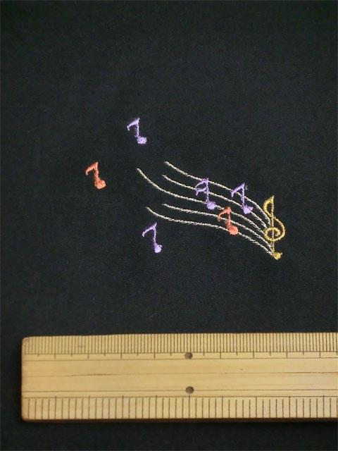 刺繡小紋用 音楽柄 拡大写真1 shineup-sisyu-kuro-gakki-kakudai1.jpg