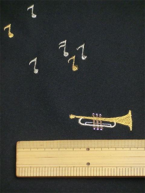 刺繡小紋用 音楽柄 拡大写真2 shineup-sisyu-kuro-gakki-kakudai2.jpg