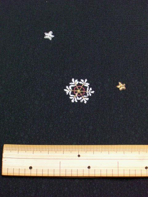 刺繍小紋用 雪の結晶柄 拡大写真 shineup-sisyu-kuro-yuki-up.jpg